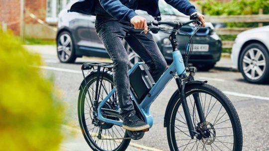 Le vélo à assistance électrique à Paris: la nouvelle tendance à adopter pour un mode de vie sain et une transition écologique inclusive et durable