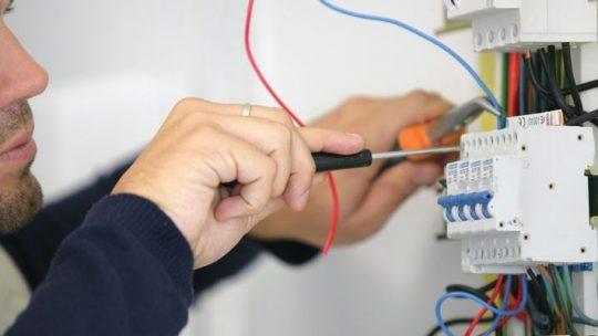 Comment bien effectuer une rénovation électrique ?