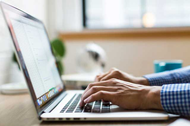 OPS opérateur de saisie: qu'est-ce que l'externalisation des services de saisie de données?
