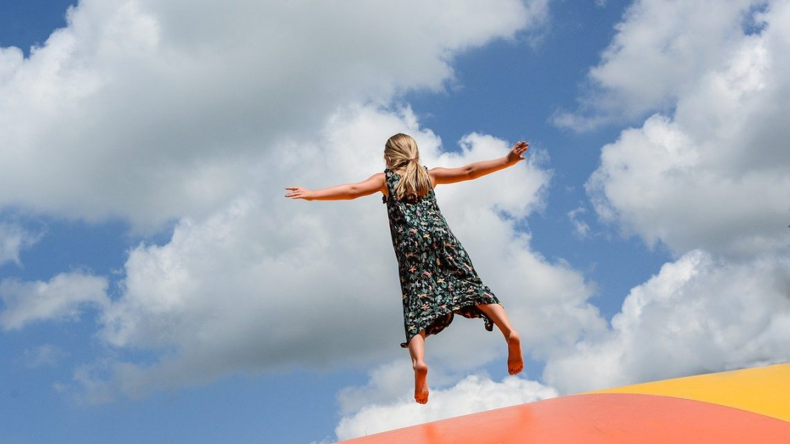 4 sauts à maîtriser quand vous faites du trampoline