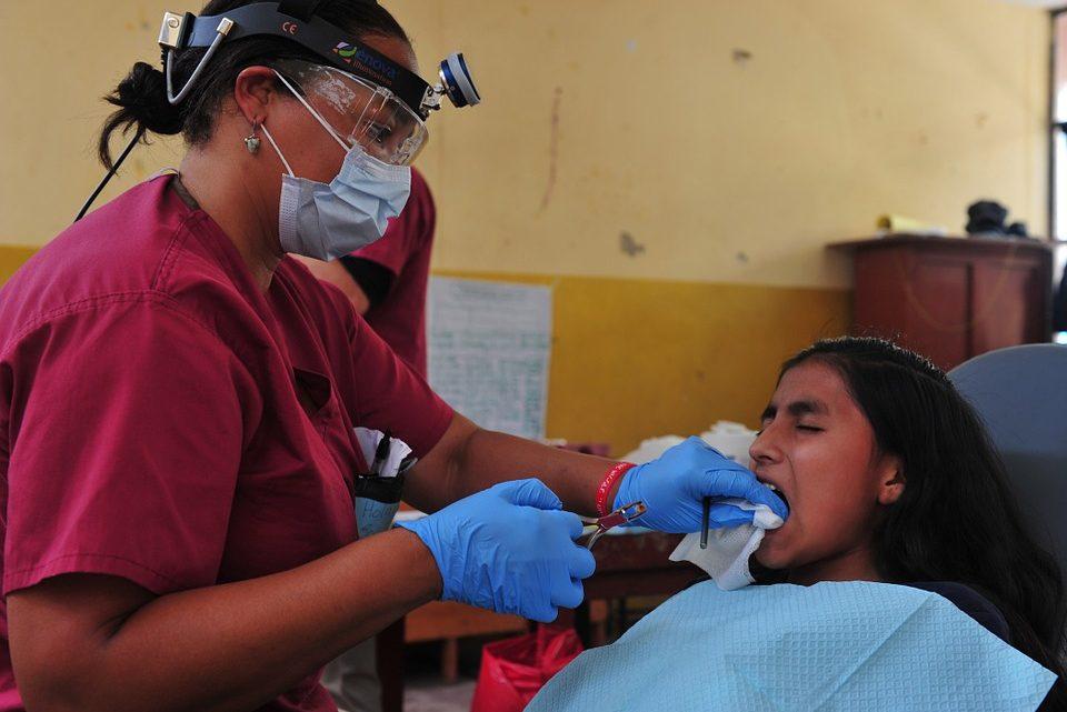 Dentiste chirurgien : bien choisir une spécialisation